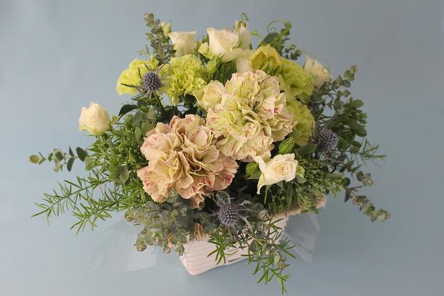 アレンジ、母の日、カーネンション、バラ,グリーン,ホワイト